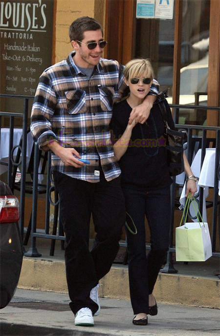 reese-witherspoon-and-jake-gyllenhaal-in-brentwood.jpg