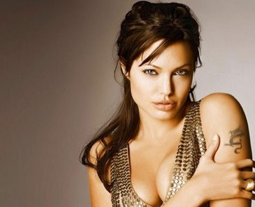 Playboy quiere a Angelina Jolie