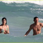 selma blair mikey day beach 07