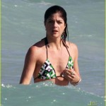 selma blair mikey day beach 18