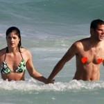 selma blair mikey day beach portada
