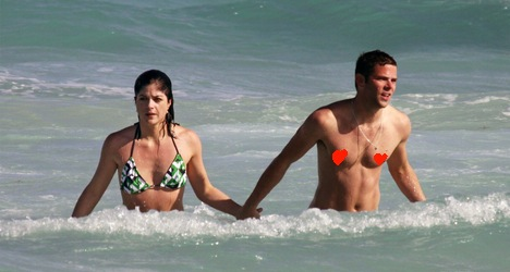 selma-blair-mikey-day-beach-portada