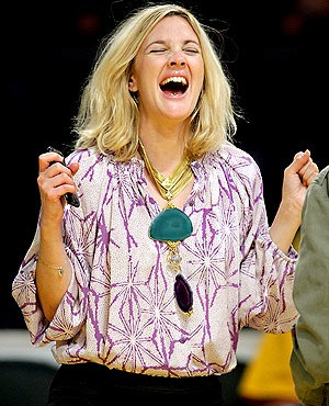 Drew Barrymore en el partido de Los Angeles Lakers