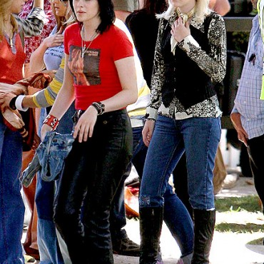 Kristen Stewart y Dakota Fanning filmando The Runaways