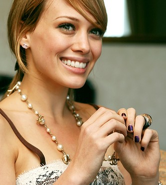Hilary Duff en la película romántica The Business of Falling in Love