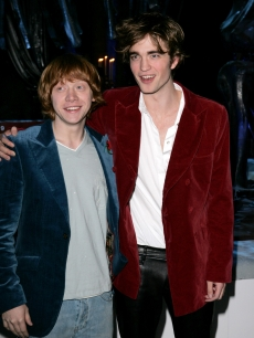 Robert Pattinson y Rupert Grint podrían interpretar al Príncipe Harry