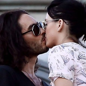 Kate Perry y Russell Brand comprometidos