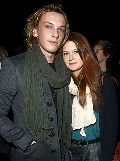 ¿Bonnie Wright y Jamie Campbell Bower planeando su boda?