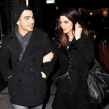 Joe Jonas y Ashley Greene despedirán el año juntos